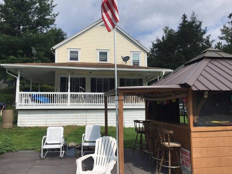 Lakefront Retreat Close to Golf and Skiing In Northeast PA, location de vacances à Jackson