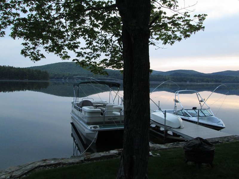 Merrymeeting Lake Living Retreat - Perfect Location For Couples or Family, alquiler de vacaciones en New Durham