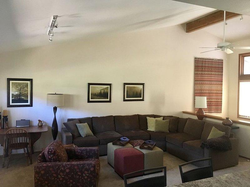 GLENWOOD SPRINGS RIVERFRONT PROPERTY, holiday rental in Glenwood Springs