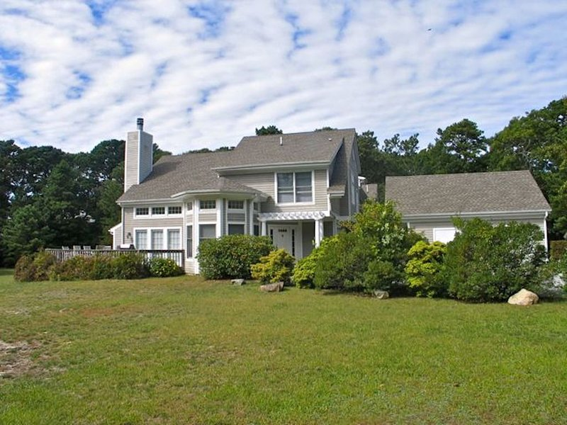Family Friendly Townhouse with Central Air and Private Deck (No Pets Allowed), alquiler vacacional en Vineyard Haven
