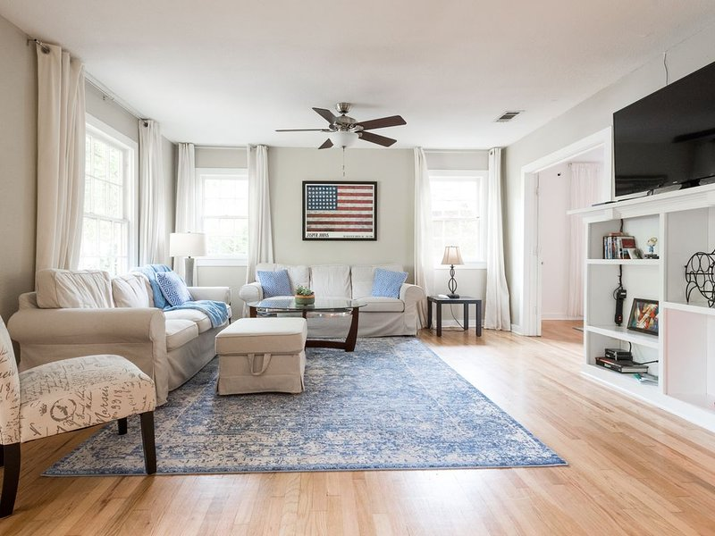 Mockingbird Classic by South Congress Ave., holiday rental in Manchaca