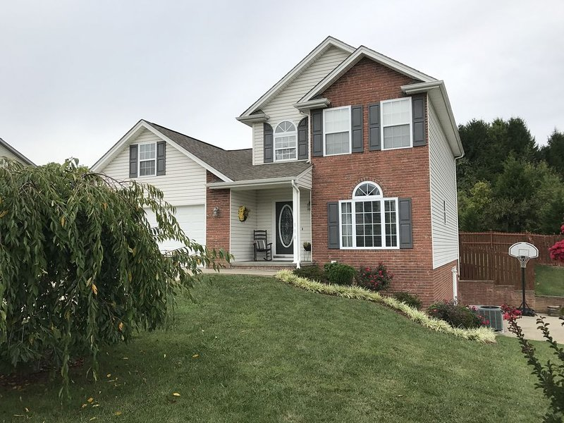 Private home 1.5 miles from Bristol Motor Speedway, holiday rental in Kingsport