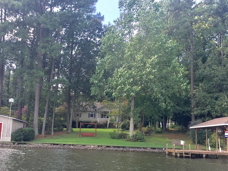 Popular Location On Pea Hill Creek with deep water!, vacation rental in Gaston