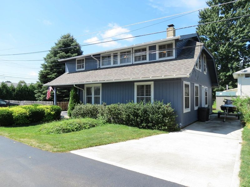 Spacious, Family Home In Private Beach Community - Mitiwanga, holiday rental in Huron