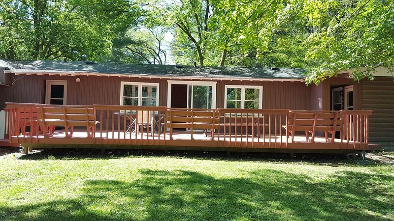Two Bed Two Bathroom Cabin with kitchen area, vacation rental in Williams Bay