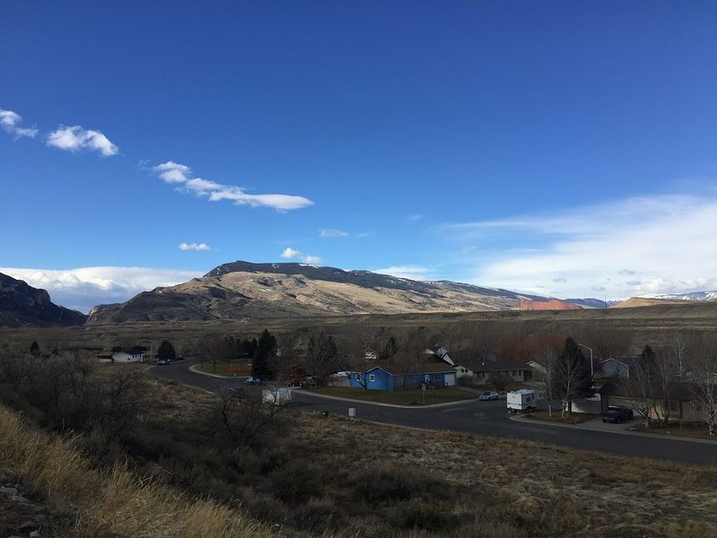 Spacious 4 Bedroom, 3 Bath Home Only 1/2 Mile From Downtown - Cody, WY, vacation rental in Wapiti