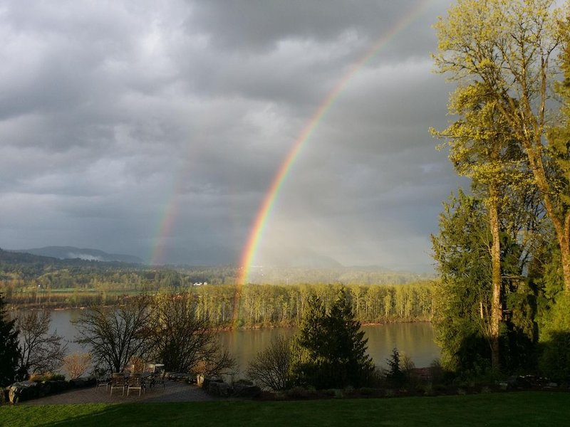 Step away from life's bustle to this breathtaking scenic property., holiday rental in Abbotsford