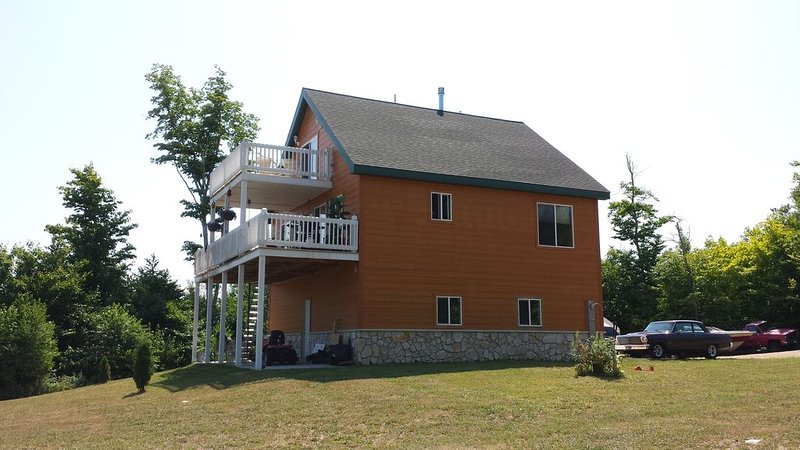 Pictured Rocks Lodge 5 Minutes From Munising! Newly Remodeled!, alquiler de vacaciones en Deerton
