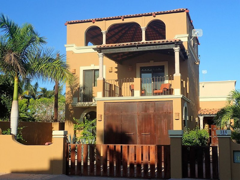 Casa Sophie a pleasant walk or bike ride on the beach to the marina and town!, vacation rental in Loreto