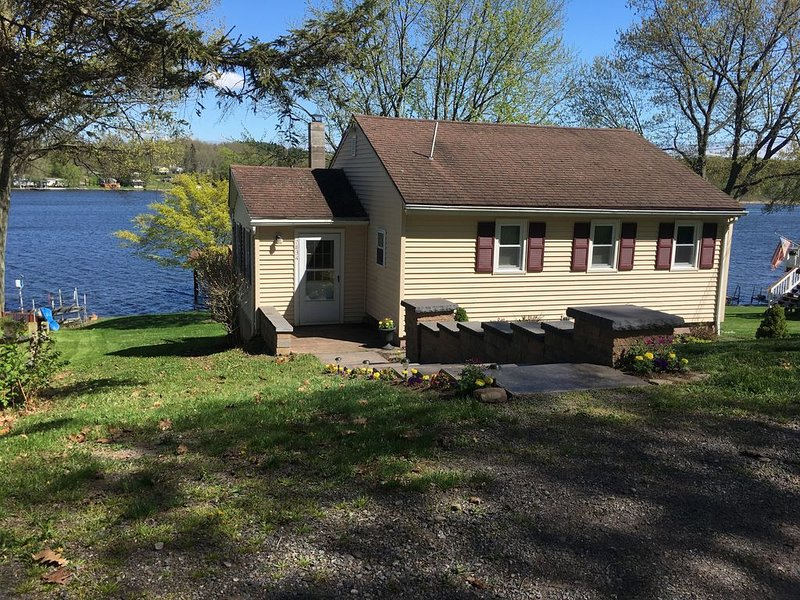 Port Bay , NY  - Town of Wolcott Waterfront cottage  Seasonal Rental - – semesterbostad i Sodus Point