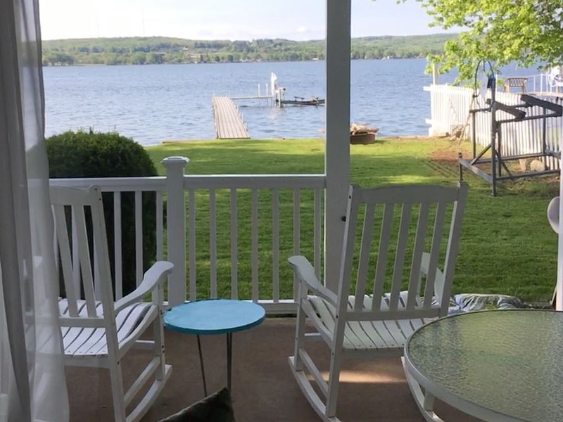 Comfortable, 3 Bedroom Waterfront Cottage on Chautauqua Lake, location de vacances à Conewango Valley