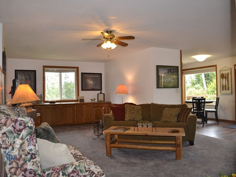 Serene, Relaxing & Dog Friendly, vacation rental in Oak Harbor