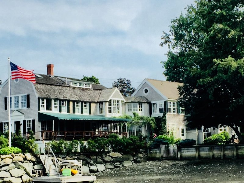 Historic Waterfront Home, casa vacanza a Marshfield