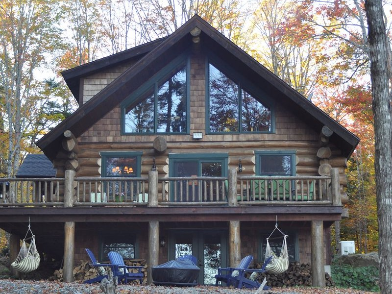 Beautiful Luxury Scandanavian Log Lodge - on Brassua Lake, holiday rental in Rockwood