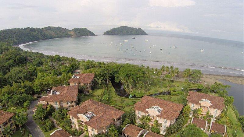 Luxury Oceanfront Los Suenos Condo overlooking Herradura Bay, holiday rental in Herradura