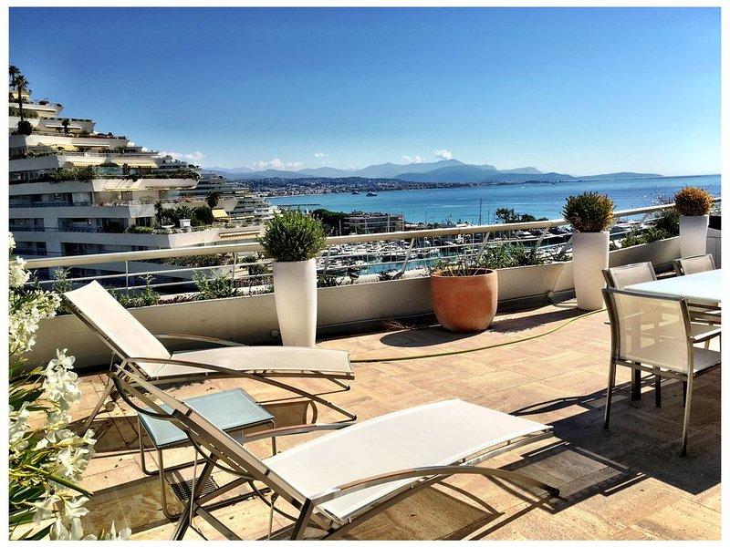 Beautiful fully renovated condo on the French Riviera coastline, location de vacances à Villeneuve-Loubet