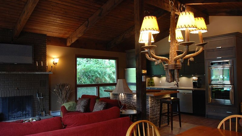 Village Chalet, The Blue Mountains, vacation rental in Craigleith