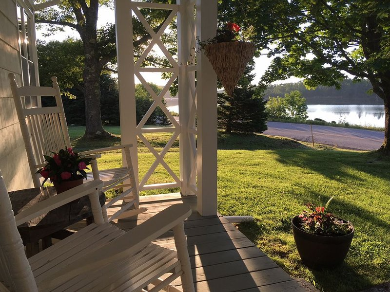Home on Tranquil Cove Near Lunenburg, vacation rental in LaHave