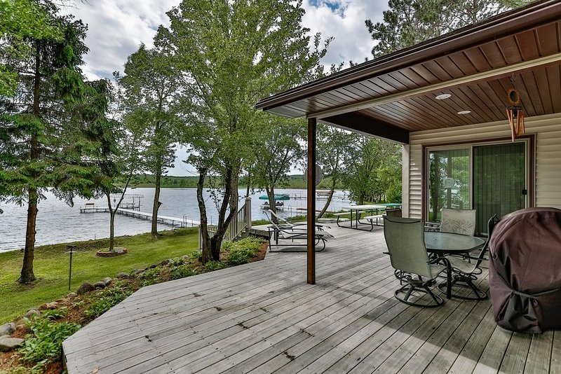 Relaxing Cabin on Bone Lake!, vacation rental in Luck