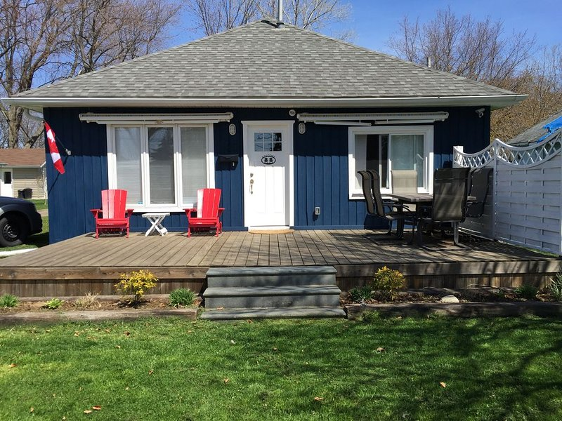 Newly Renovated, Beautifully Decorated - A Few Steps From Family-Friendly Beach – semesterbostad i Amherstburg
