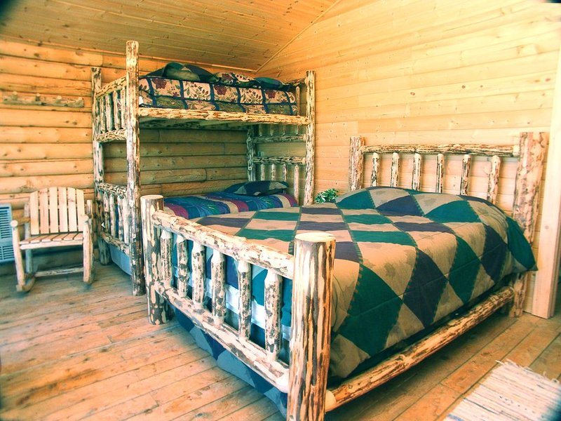 Quite, rustic, comfortable room., holiday rental in Ninilchik