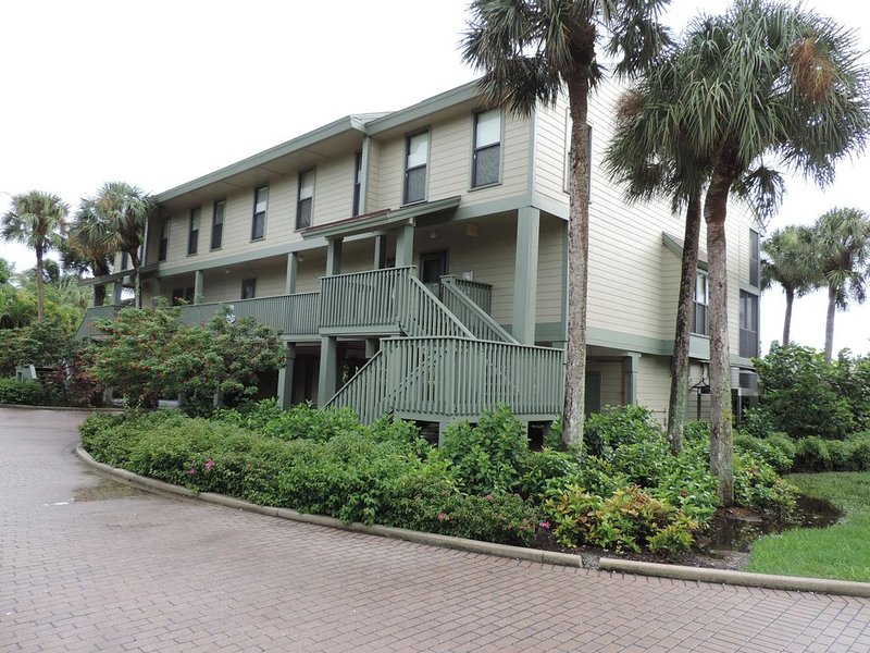Pine Island Condo in beautiful Bokeelia, Florida 2 bed, 2 1/2 bath, w/boat dock, alquiler de vacaciones en Bokeelia
