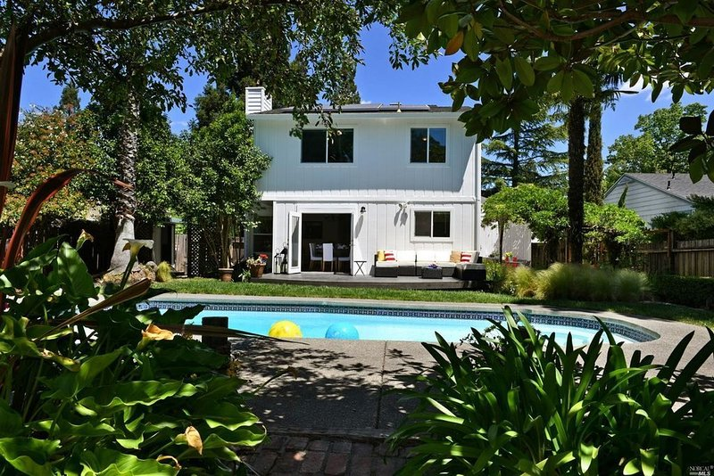 Beautiful Sonoma House with Heated Pool and Hot Tub - 30(+) Nights Rent Minimum, location de vacances à Glen Ellen