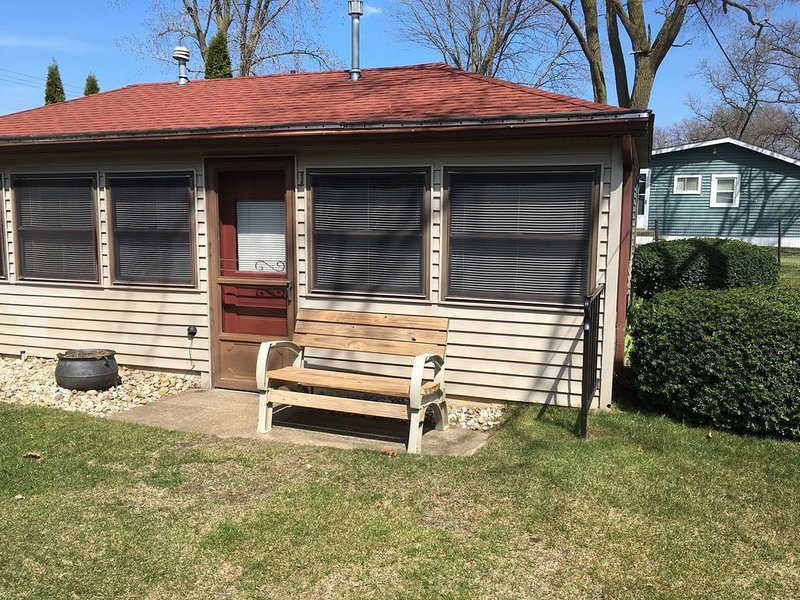Waterfront 2 bedroom cottage located at 3478 Port Austin Road, holiday rental in Port Austin