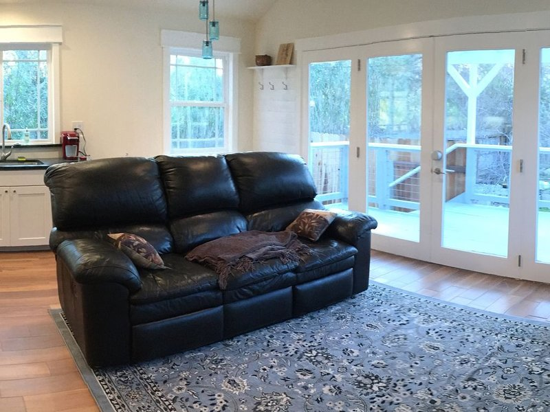 Private Luxury Cottage in East Sacramento, vacation rental in Fair Oaks