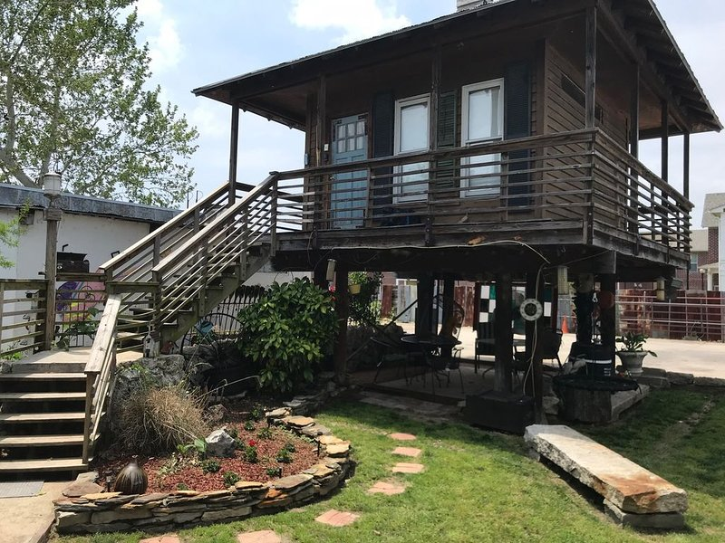Artsy raised cabin near everything downtown, vacation rental in Memphis