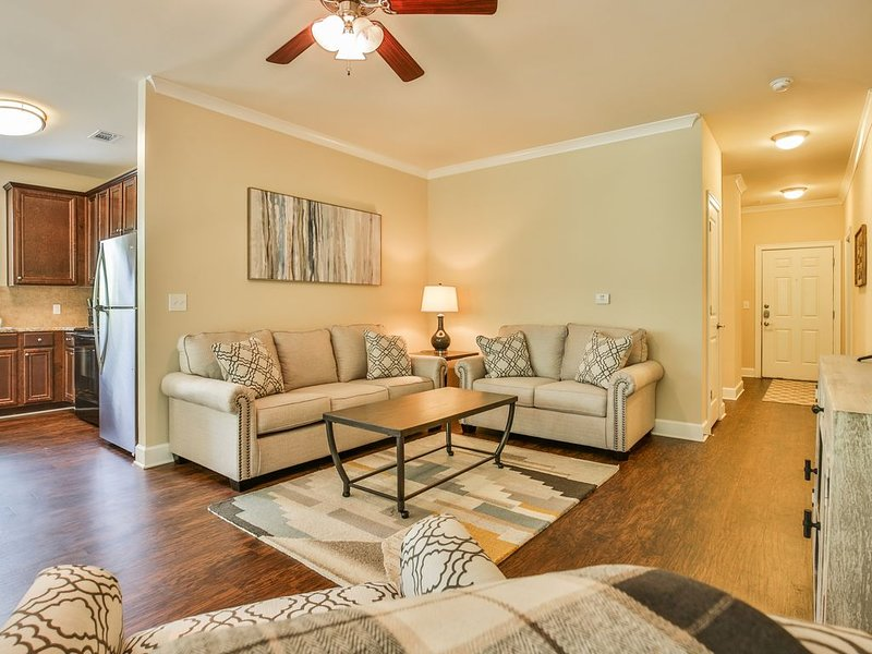 Convenient to Downtown Atlanta & SunTrust Park - Pet Friendly!, holiday rental in Smyrna