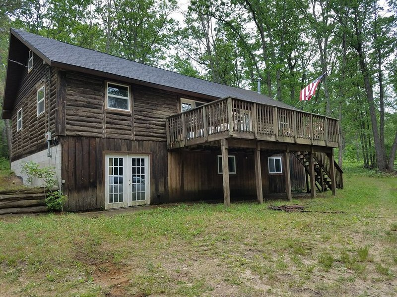 Rustic 4 Bedroom Log Cabin in the Woods, holiday rental in Crawford County