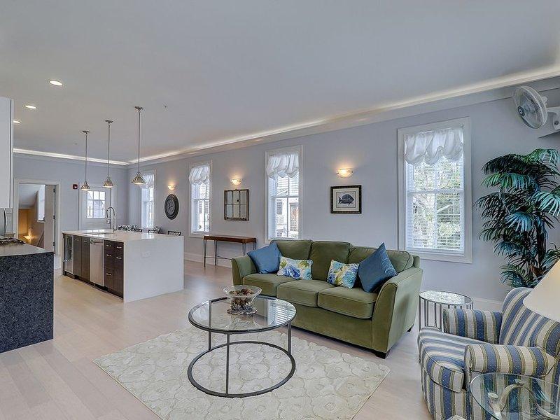 2 Bedroom Luxury Condo in Old Town Bluffton's Promenade 2nd floor, holiday rental in Hardeeville