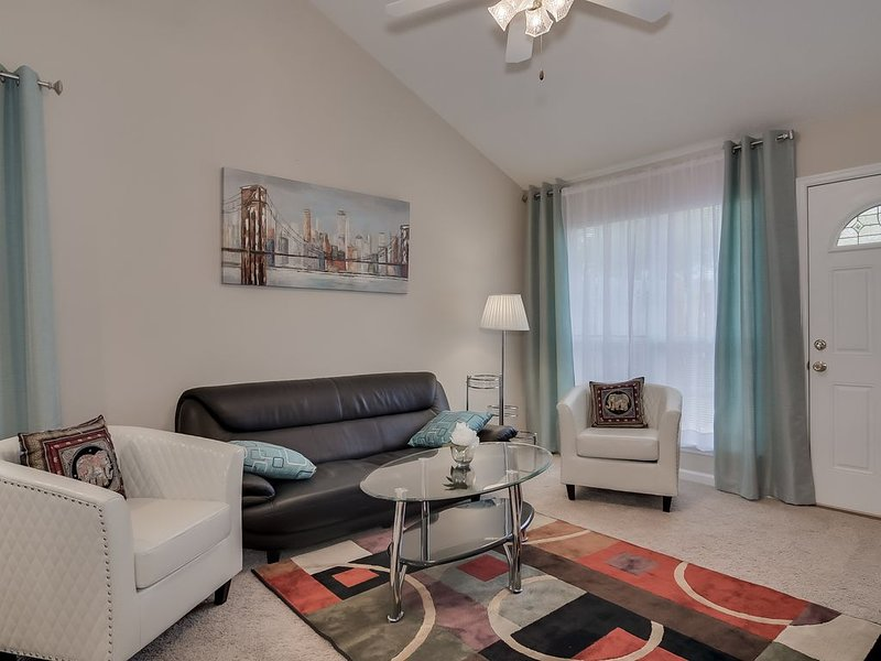 2.5 miles to Augusta National Golf Course (modern townhome), alquiler vacacional en Augusta