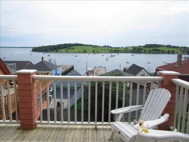 Spectacular Ocean View Loft Overlooking Lunenburg Harbour in the Heart of Town, vacation rental in LaHave