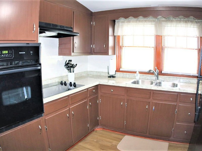 Comfortable and Cozy 2BR Fully Furnished!, aluguéis de temporada em Piscataway