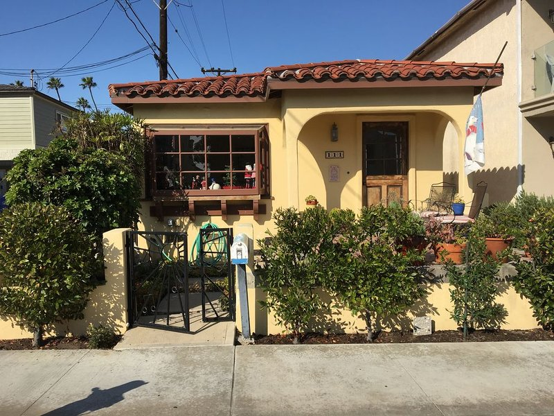 Seal Beach Bungalow - Steps To The Beach And To Main Street, vacation rental in Seal Beach