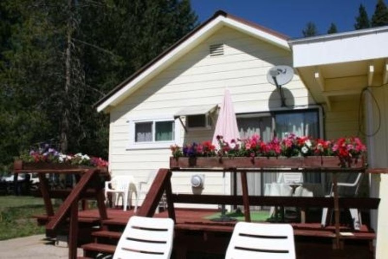 Cozy Cabin Near Lassen National Park, California, holiday rental in Mill Creek