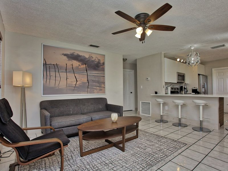 Modern Home in a GREAT Location with all the Essentials!, holiday rental in Hallandale Beach