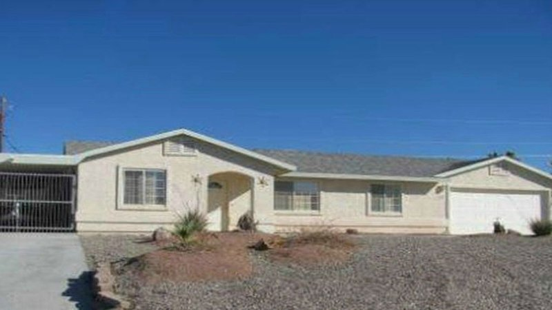 Desert Oasis 3 BR 2 BA Spacious w/  Lots of Parking & Centrally Located, holiday rental in Topock