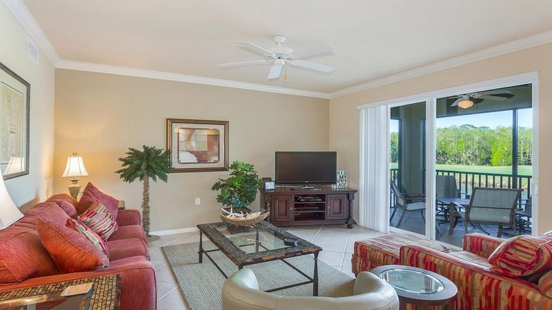 Bright and Colorful 2BR/2BA With Den, vacation rental in Golden Gate