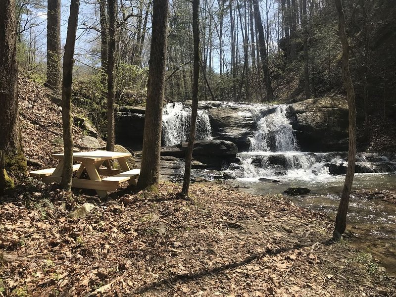 Allegheny Falls Mountain Escape-Maryville TN, holiday rental in Maryville