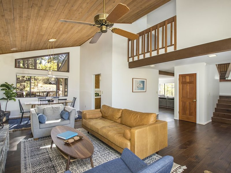 Mountain Chalet - Modern, Updated, Spacious Flagstaff Home, holiday rental in Flagstaff