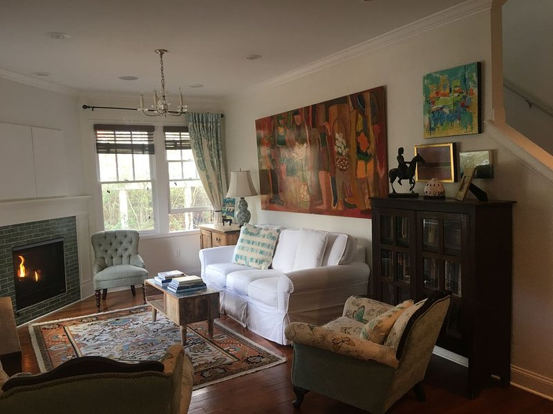 Cottage By The Square, holiday rental in University