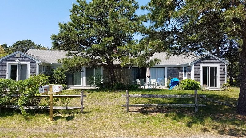 Walk to Seagull Beach from this Pristine Cape Cod Getaway Home, holiday rental in Yarmouth
