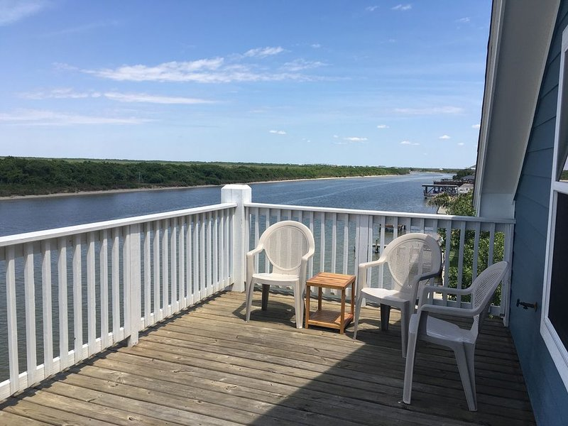 Matagorda Riverfront Retreat with WiFi, Smart TV, ESPN & Ample Parking, location de vacances à Matagorda