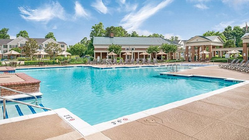 2 BDRM~SLEEPS 6~ POOLS, HIKING, CLOSE TO PARKS, INDOOR/OUTDOOR POOLS & MORE, holiday rental in Williamsburg