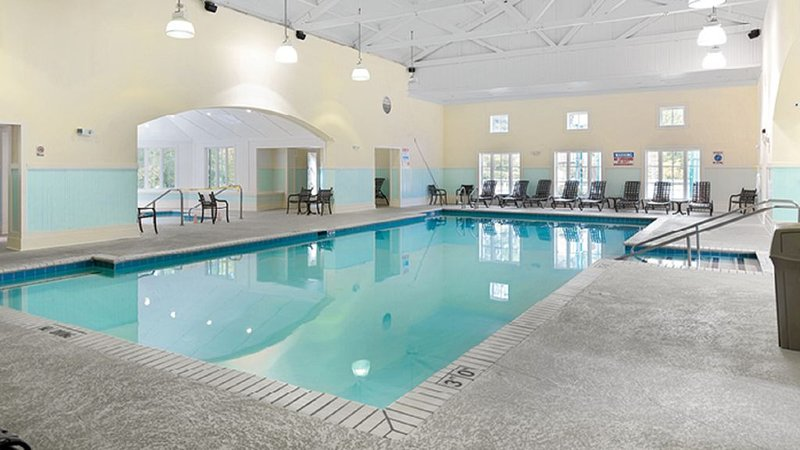 4 BDRM~ HUGE UNIT SLEEPS 12~ ONLY 10 MILES TO BUSCH GARDENS~INDOOR/OUTDOOR POOLS, holiday rental in Williamsburg