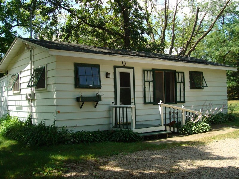 Green Lake, WI. Little House. Handsome Private Vacation Cottage, holiday rental in Marquette