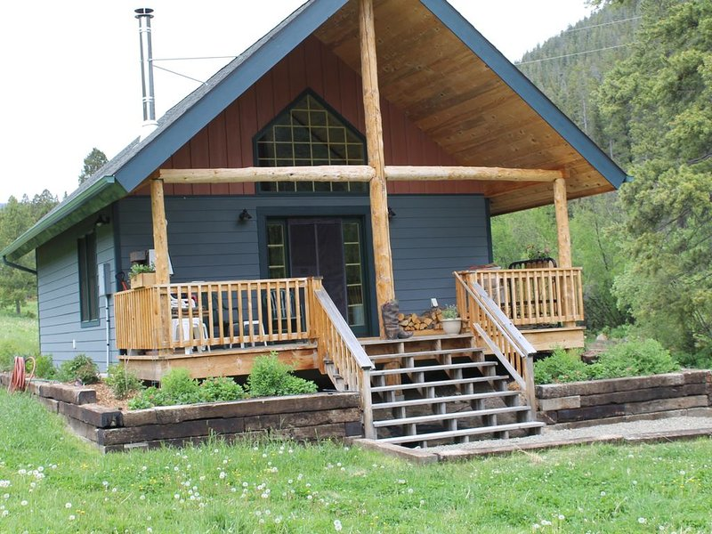 Rustic Cayuse Cabin - Remote Getaway, holiday rental in Lincoln